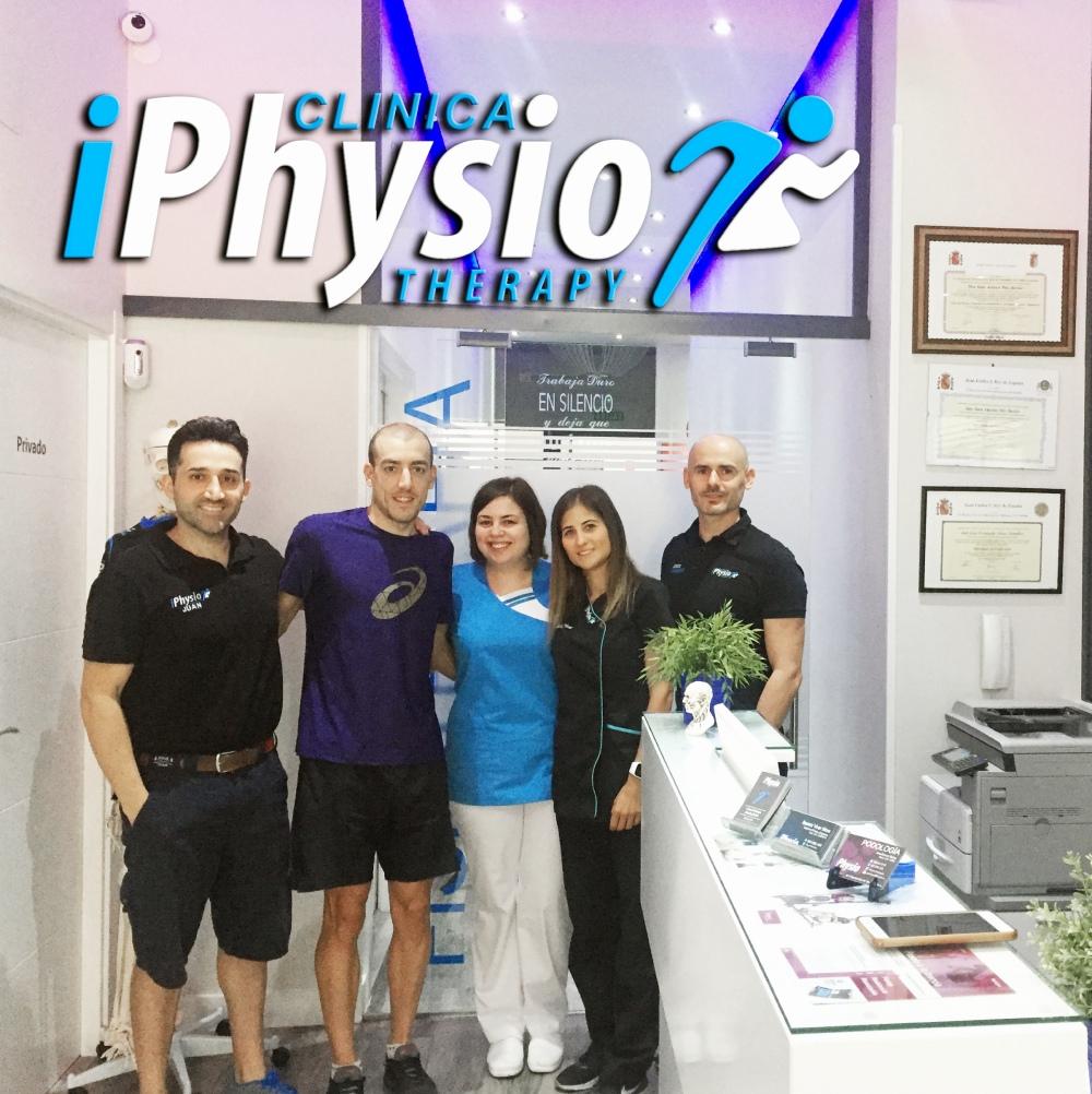Equipo iPhysio con el triatleta Fernando Alarza
